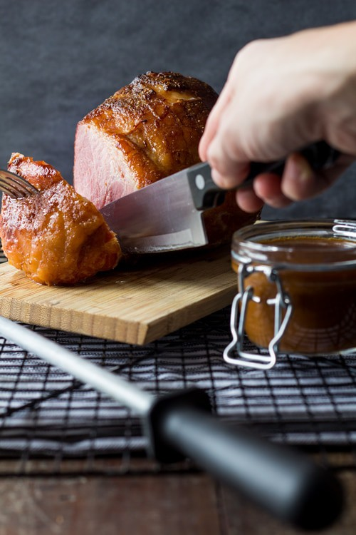 Tired of turkey for Christmas? Make this super easy 4-Ingredient Maple Mustard Ham recipe in less than 1 hour and have all your guest uuuh and aaah