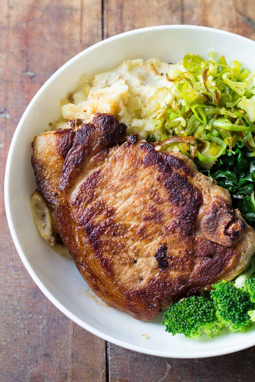Perfect Pork Chop with Mashed Potatoes and Green Vegetables